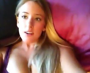 AmyFoxy469 shows Feet on Webcam