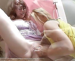 Sensual oral experience for two hot amateur lesbians